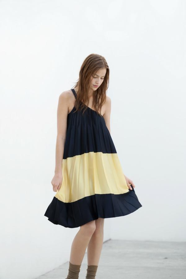 robe-trapèze-en-noir-et-jaune