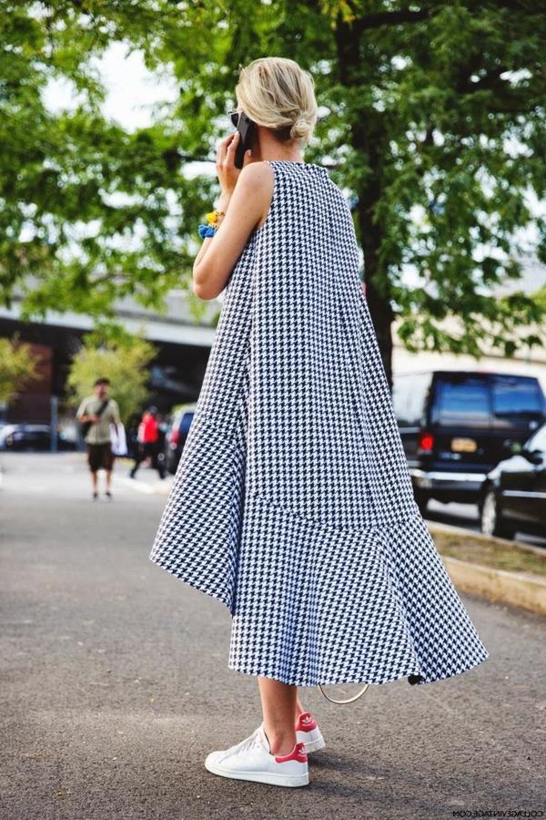 robe-trapèze-motifs-classiques-en-noir-et-blanc