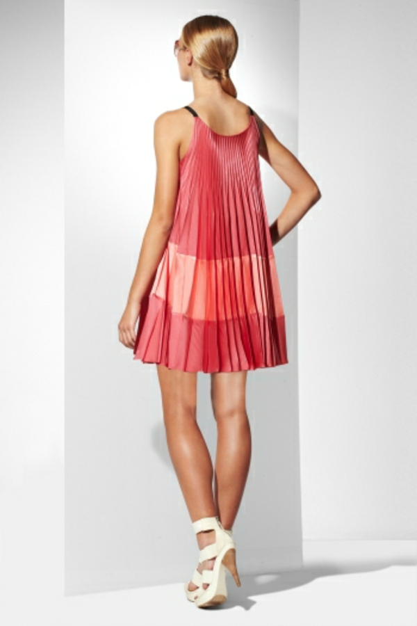 robe-trapèze-plisée-en-rose