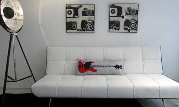 salon-rock-collection-en-blanc-avec-une-lampe-de-