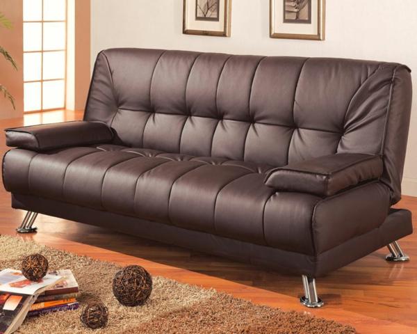 sofa-en-cuir-noir-et-sol-en-boiset-tapis-moderne