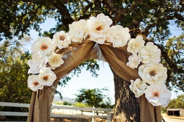 super-jolie-décoration-de-mariage-avec-des-fleurs