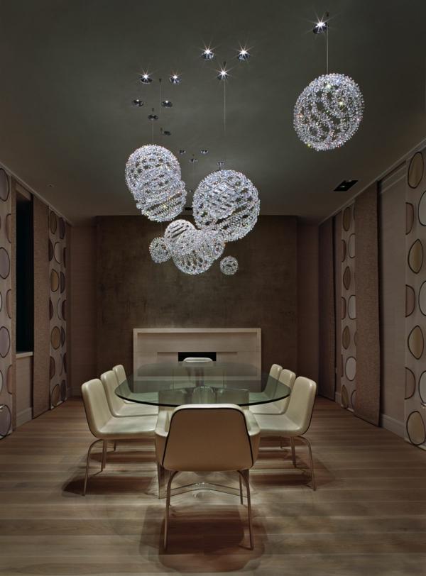 suspension-boule-globes-magnifiques-dans-une-salle-à-manger-élégante