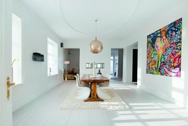 suspension-boule-intérieur-blanc-peinture-en-couleurs-vives