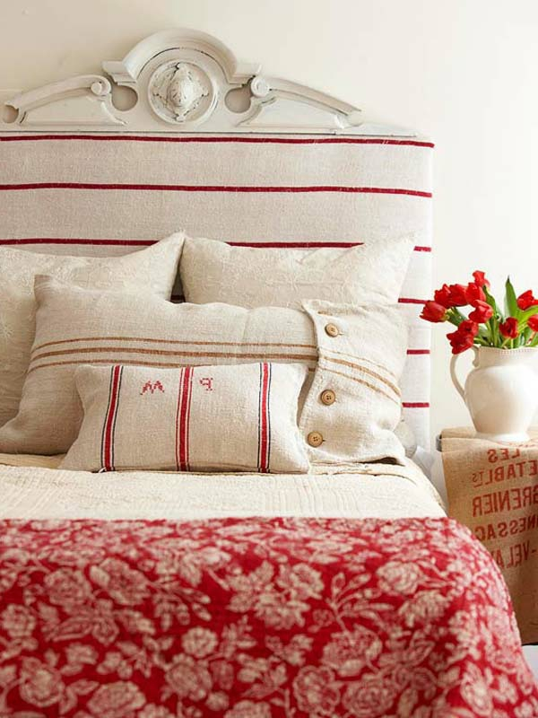 tete-de-lit-cool-en-blanc-et-vase-des-coussins