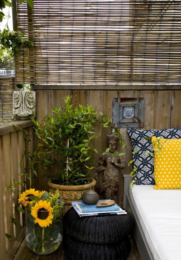 treillis-de-jardin-bambou-espace-zen-déco-coussins-décoratifs