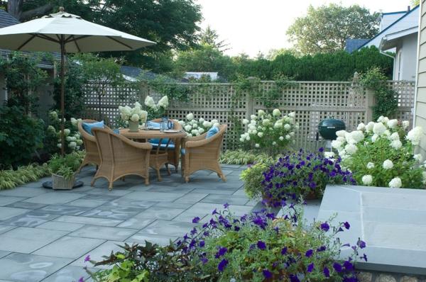 treillis-de-jardin-salon-de-jardin-splendide-un-assortement-de-fleurs-superbe