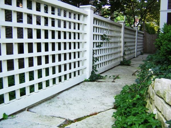 treillis-de-jardin-traditionnel-une-clôture-de-jardin