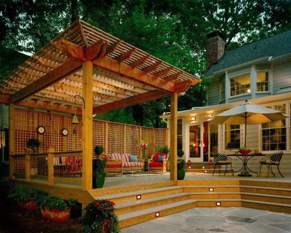 La d coration ext rieure avec un treillis de jardin for Tige de bois pour decoration