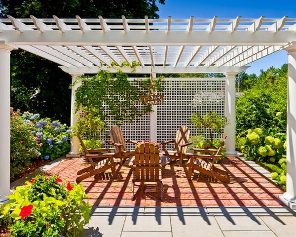 treillis-de-jardin-un-treillis-magnifique-et-un-salon-de-jardin-en-bois