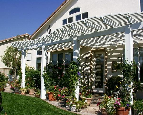 treillis-de-jardin-une-toiture-treillis-de-pergola