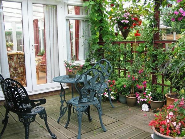 La d coration ext rieure avec un treillis de jardin for Deco jardin claustra