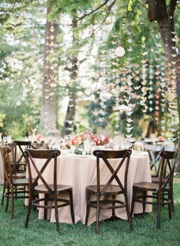 unique-design-pour-le-jardin-avec-des-chaises-en-bois