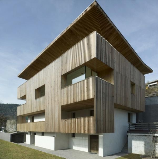 unique-maison-en-bois-avec-une-facade-
