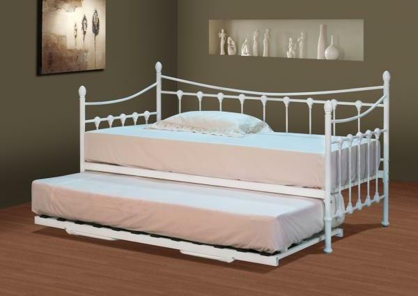versaille-style-de-lit-et-des-matela-en-blanc
