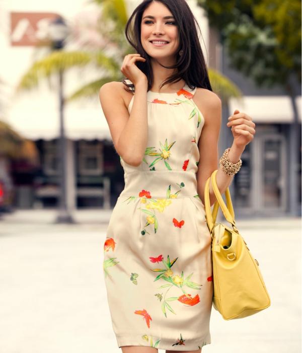 robe-trapèze-la-mode-la-petite-robe-blanche-fleurée-bague-jaune