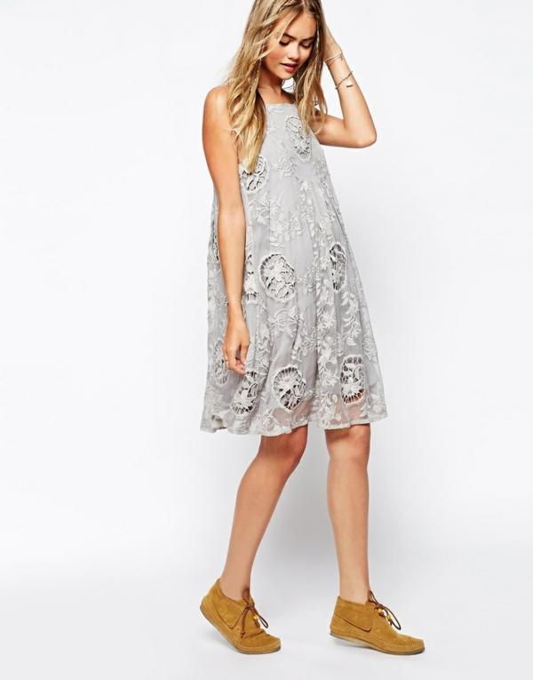 à-la-mode-robe-flottante-jolie-dentaille-chaussures