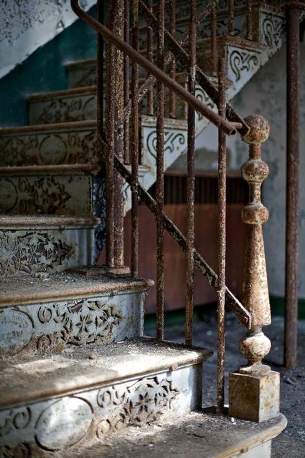 0-escalier-gothique-maison