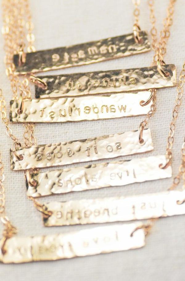 1-bijoux-gravés-pour-cadeau