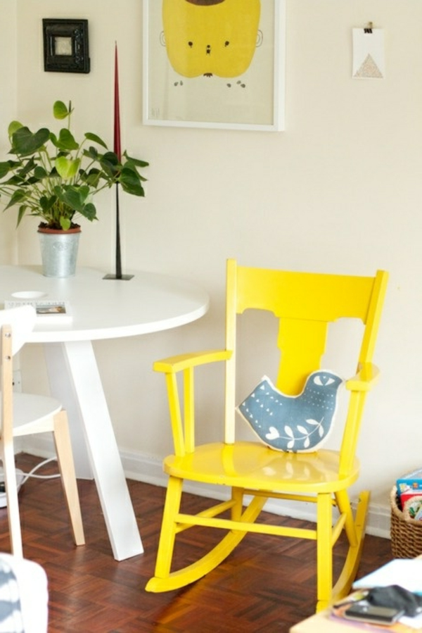 1-chaise-berceuse-jaune-bois