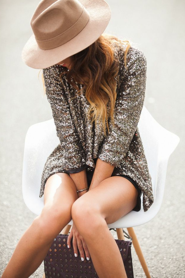1-chapeau-feutre-moderne-beige