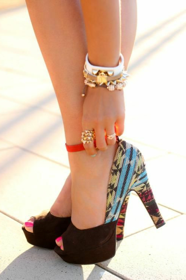 1-chaussures-à-talon-haut-noirs-colorés