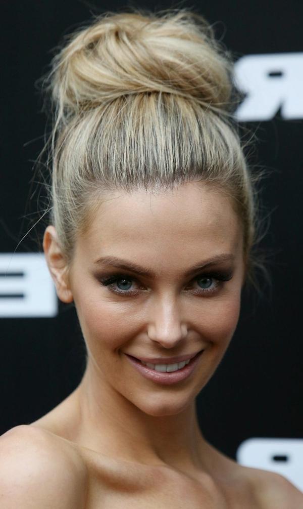 1-chignon-romantique-blonde-cheveux