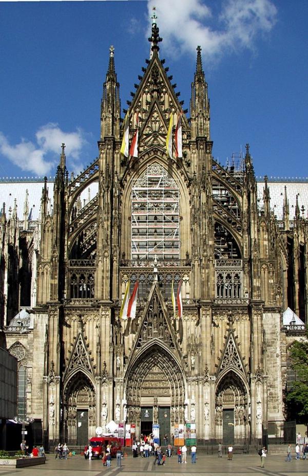 1-cologne-cathedarale-architecture-en-style-gothique