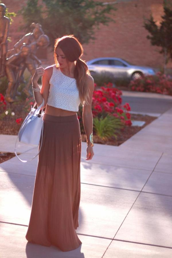 1-comment-porter-une-jupe-longue-brune