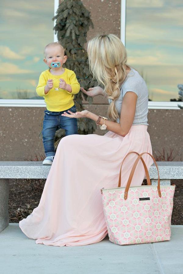 1-comment-porter-une-jupe-longue-rose-bébé