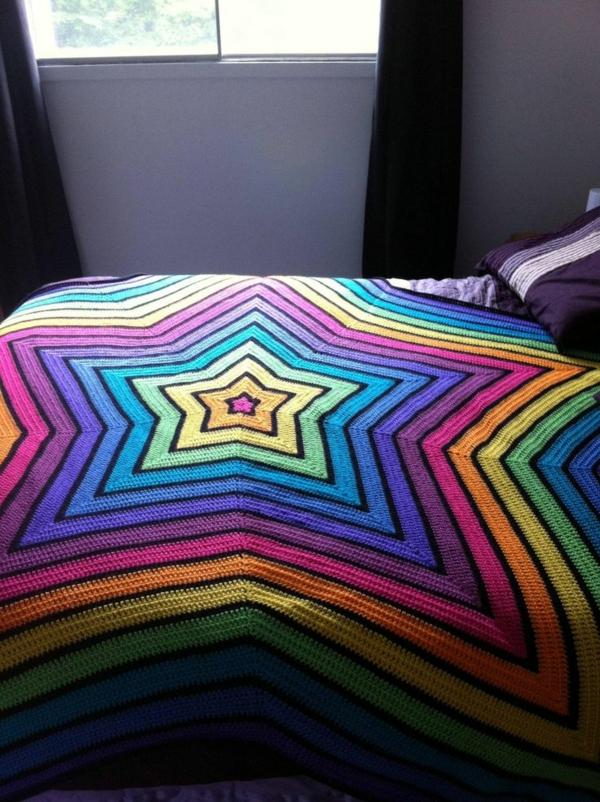 1-couverture-au-crochet-colorée-lit