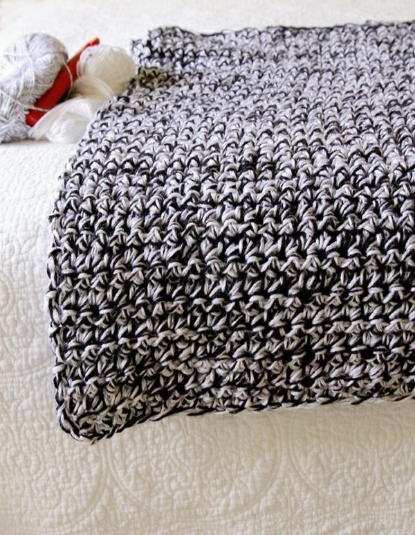 1-couverture-au-crochet-noir-blanc
