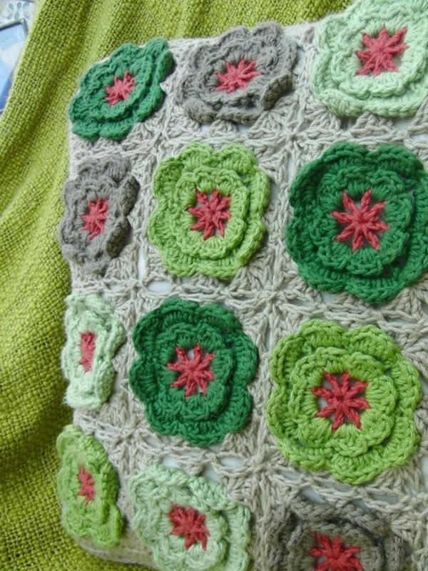 1-couverture-au-crochet-verte-lit