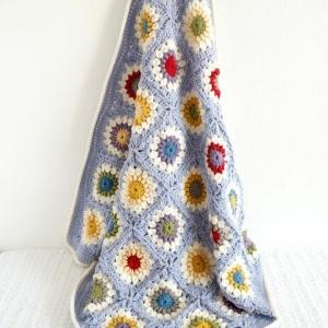 La couverture au crochet pour votre ancien canapé !