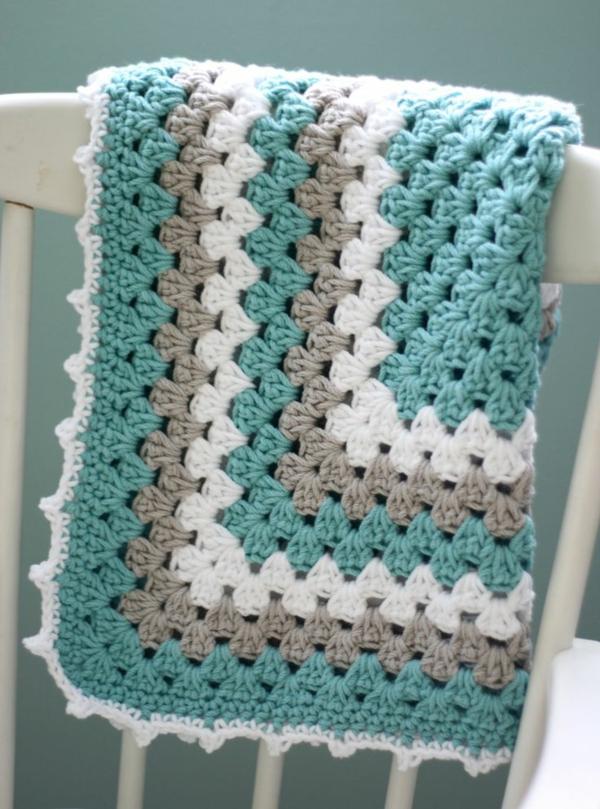 1-couverture-tricoté-blanc-bleu