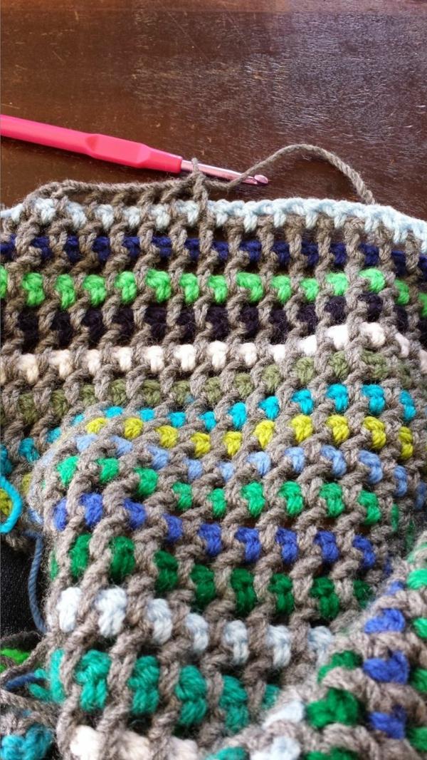 1-couverture-tricotée-lit