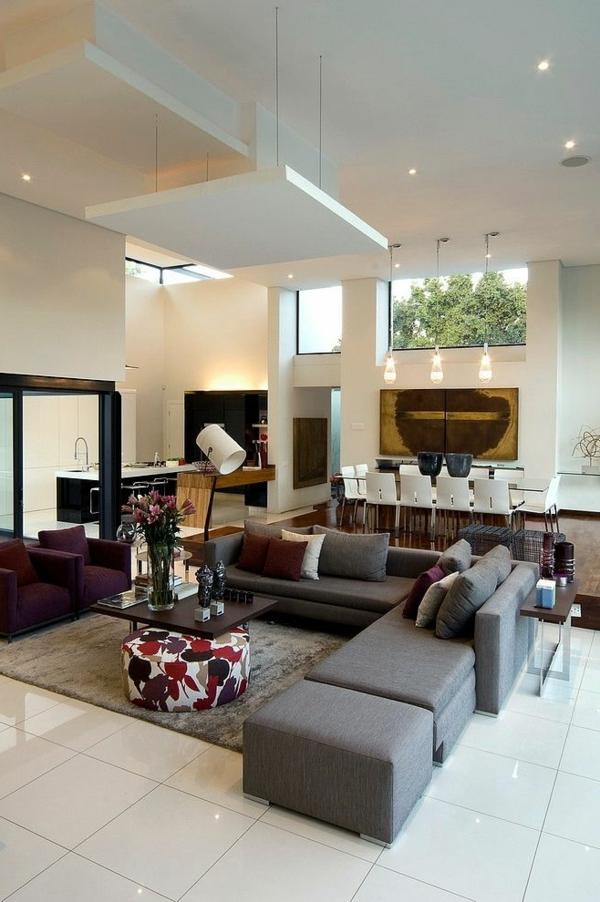 Canapé design en beige et violet pour le salon