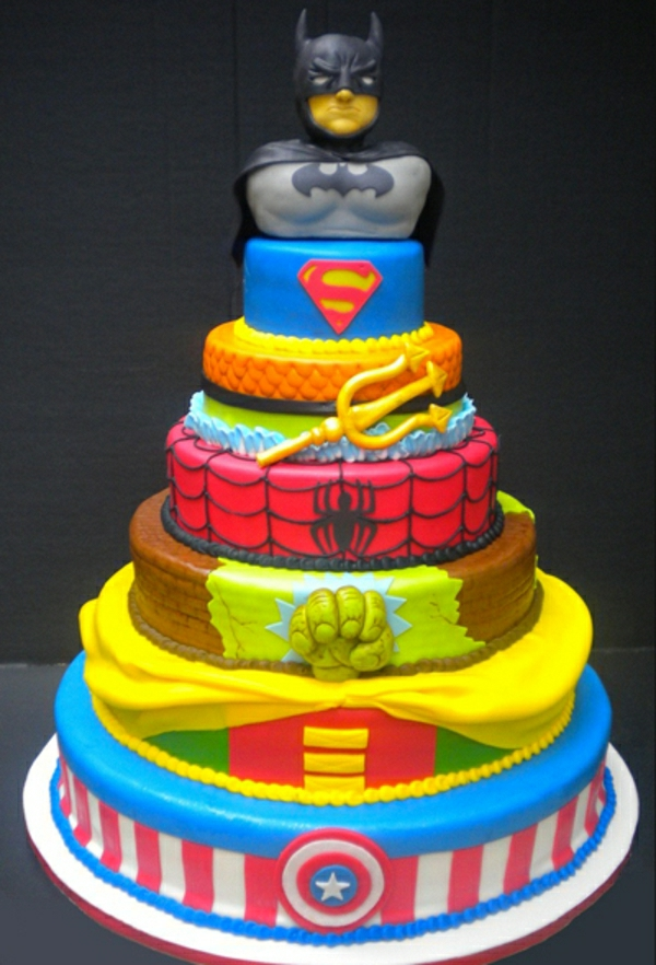 1-superhero-cake-gateau-original-anniversaire-délicieux-héros-batman-superman-spiderman-hulk-resized