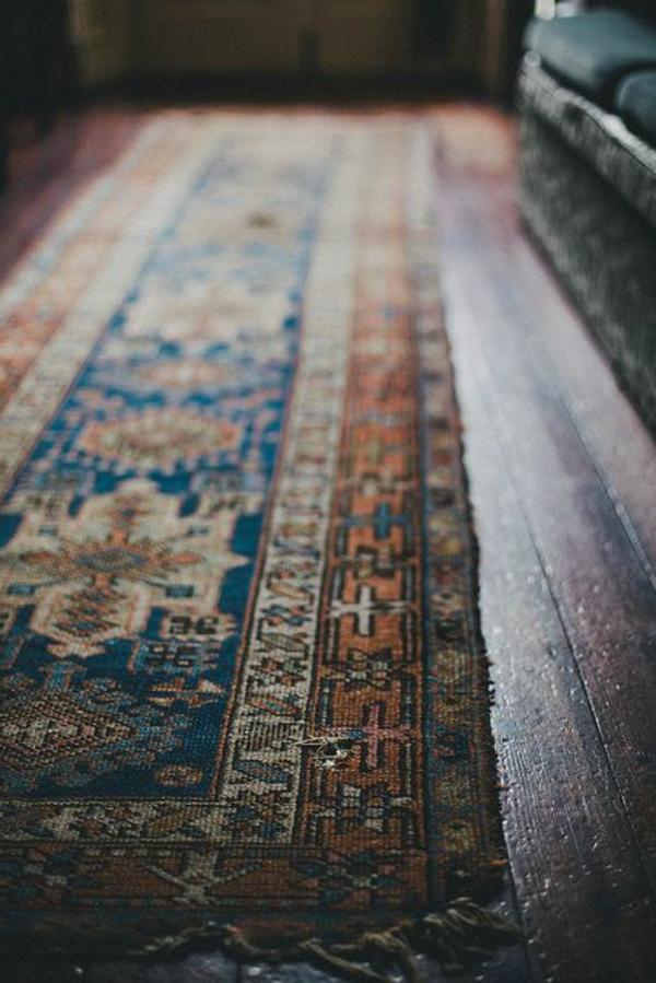 1-tapis-antique-chambre-anciente-sombre