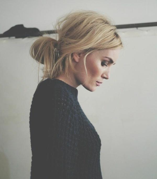1-votre-chignon-romantique-blonde