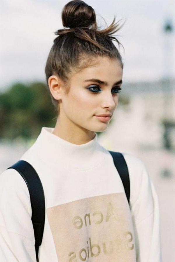 1-votre-chignon-romantique-marron-cheveux