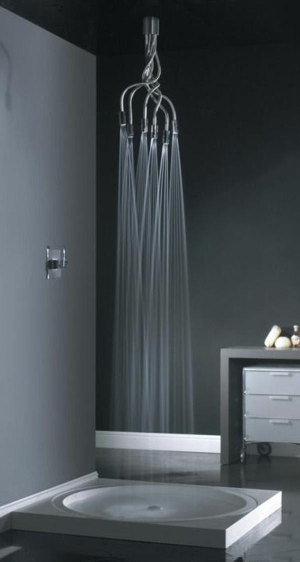 -1salle-de-bain-eau-qui-coule-robinet