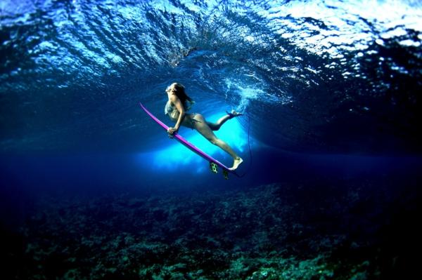 surf-Biarritz-plongé-dans-l'eau-océan-Atlantique-surf