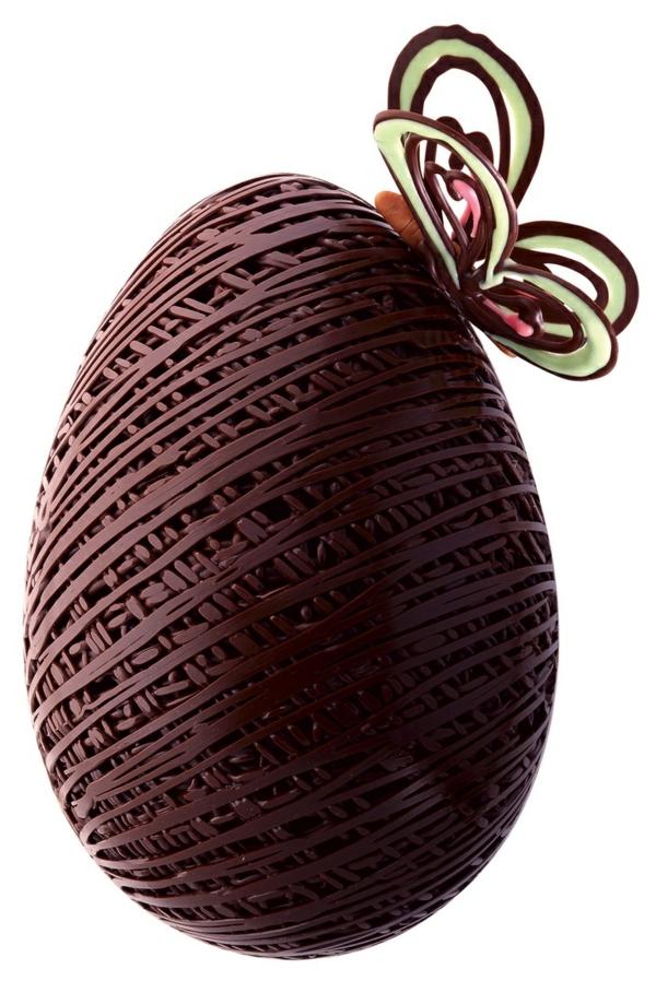 Chocolats-de-Pâques-œufs-de-Paques-papilon-sur-oeuf-choco