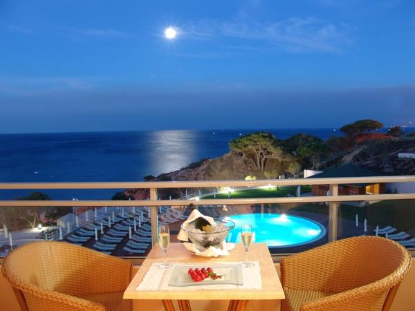 Algarve-1-image-de-la-table-à-l'hotel-chaises-piscine-resized