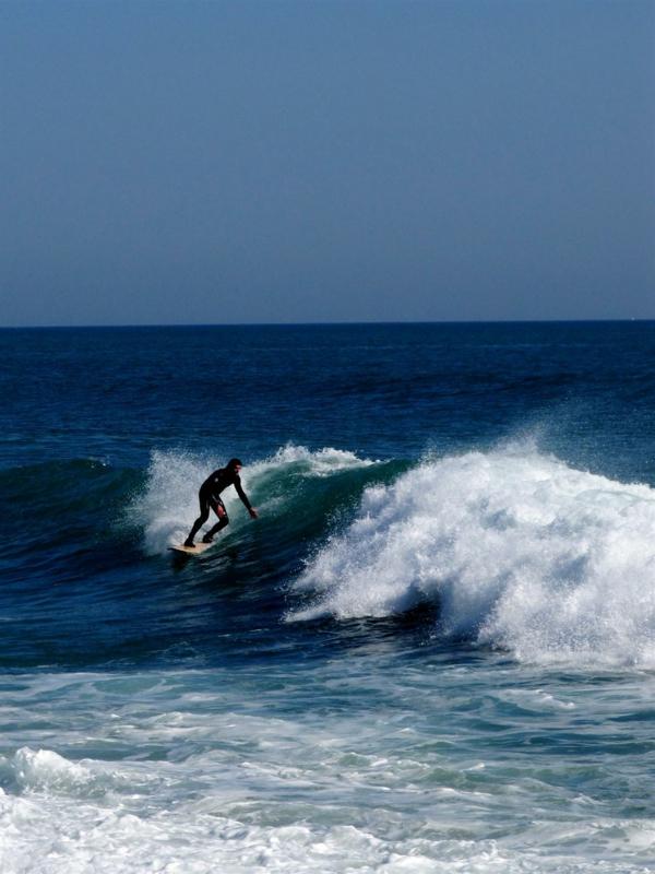 Biarritz-surf-surfeur-sur-la-onde-vague-océan