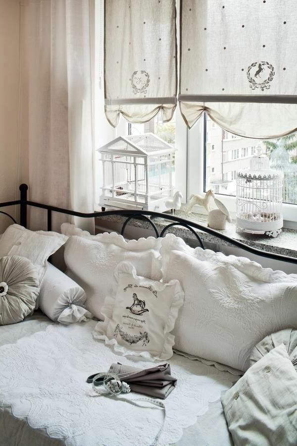 Chic-et-sobre-avec-le-style-Gustavien-chambre-à-coucher-resized