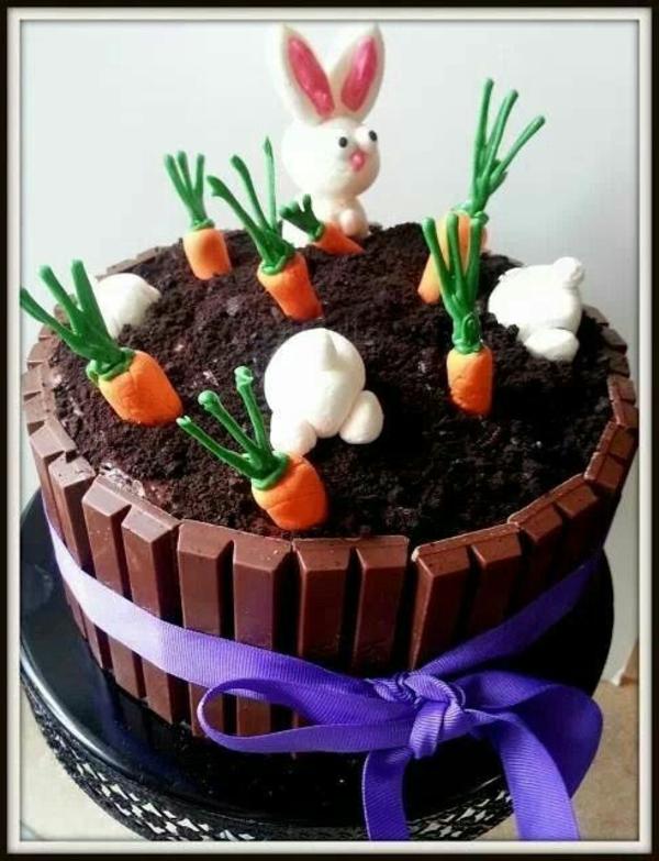 Décoration-de-table-pour-la-fête-de-Pâques-gateau-avec-carrots