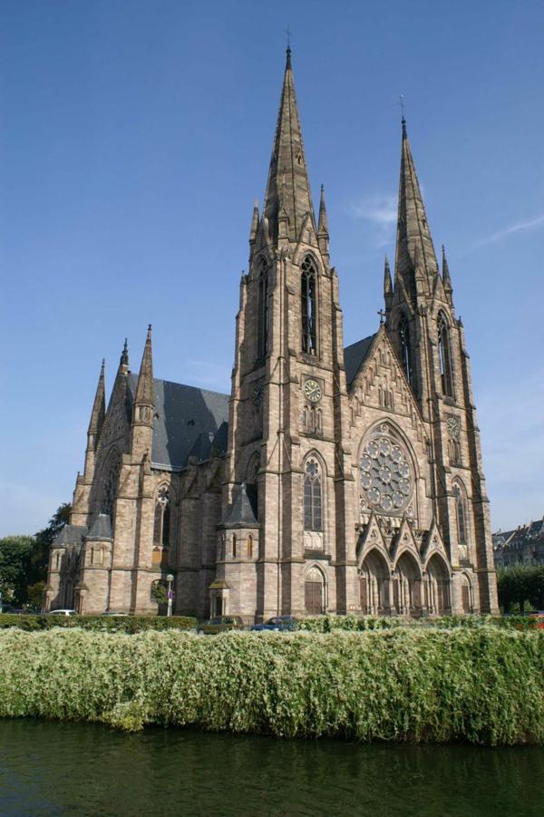 Eglise-St-Paul-néo-gothique-architecture