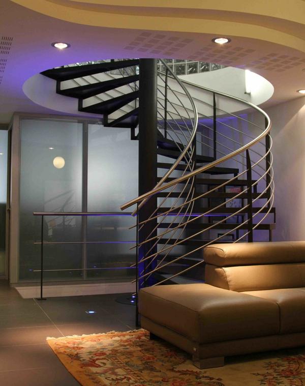 Escalier-colimacon-tapis-vintage